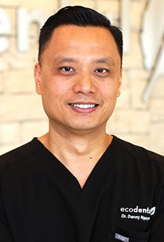 Head shot of Danny Nguyen, DDS
